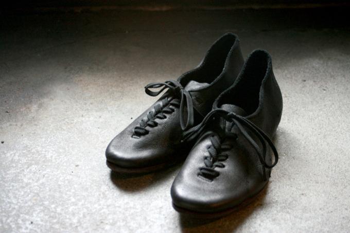 【インタビュー】重厚な革で優しく足を包む靴Portailleの魅力とは