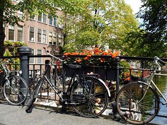 甘いヨーロッパを歩く~アムステルダムのパンネクック x ピエール・アルディのハイカットスニーカー