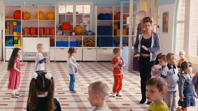 映画と靴『アデル、ブルーは熱い色』-ベーシックなリアルクローズを新鮮に着こなすアデル・エグザルコプロスのイマドキ・フレンチカジュアル