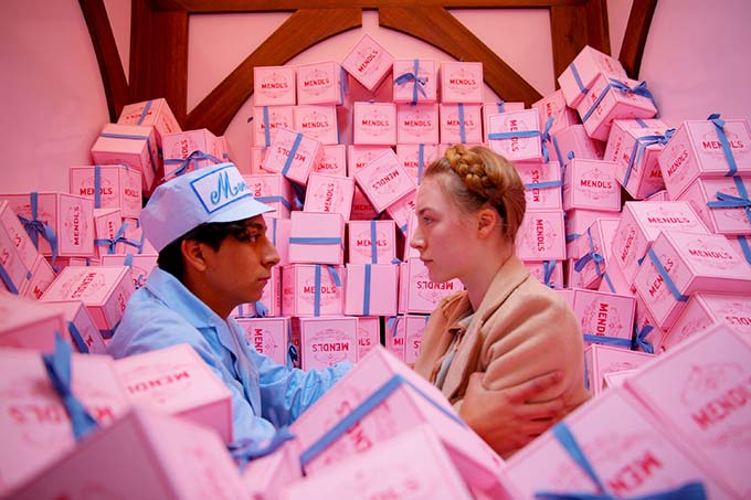 映画と靴『グランド・ブダペスト・ホテル』ウェス・アンダーソン監督×衣装デザイナーミレーナ・カノネロがファッションで仕掛ける極上のファンタジー