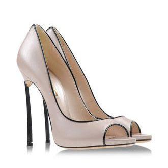 映画と靴『イン・ハー・シューズ』日常から人生のターニングポイントまで、キャメロン・ディアスが演じるマギーにそっと寄り添う靴たちに注目
