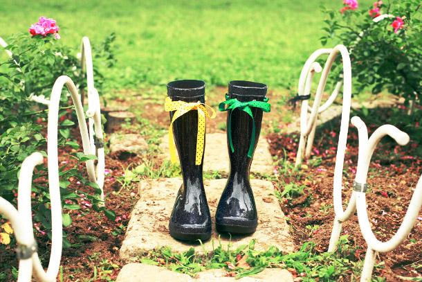 長靴をリボンで簡単に可愛くリメイクする方法