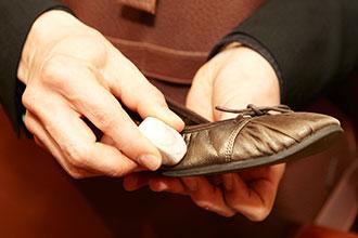 【プロに聞くシューケア】大切な革靴の雨対策Part3:素材別お手入れ編