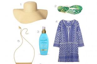 夏の定番インディゴブルー×ゴールドに旬のボタニカル柄サンダルでセレブなビーチスタイルをコーデ