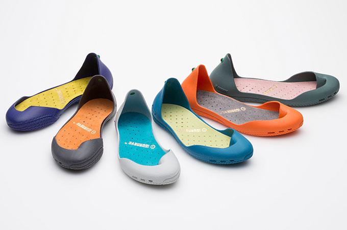 靴から脱却した新発想フットウェアiGUANEYEが日本上陸。樹脂で足を保護するアマゾンのインディオから着想 | 靴からはじまるスタイルWEBマガジン